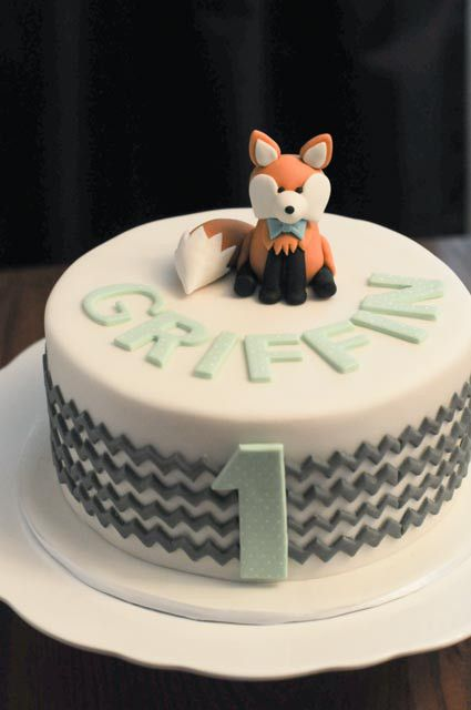 Cute woodland fox and chevron birthday cake in mint green and grey.  From Cakes by Caralin in Toronto.  https://cakesbycaralin.wordpress.com/2015/01/17/chevron-fox-birthday-cake/
