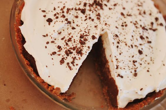 Chocolate Pudding Pie | Great Father's Day dessert idea!