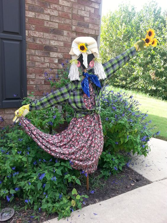 Inspired from Pinterest, my lady version scarecrow :)