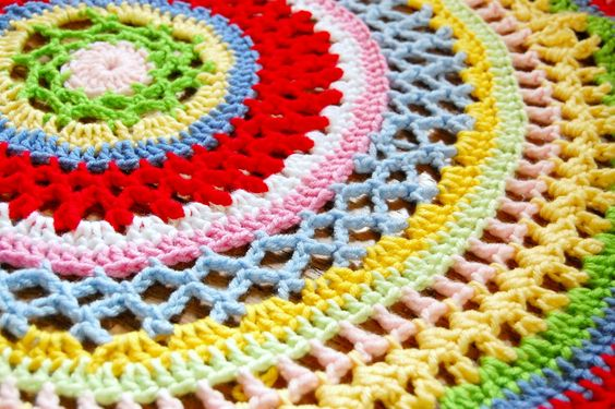 Beautiful Doily Blanket ~ Pattern for the Anya Doily Blanket is found here: http://www.ravelry.com/patterns/library/anya-6
