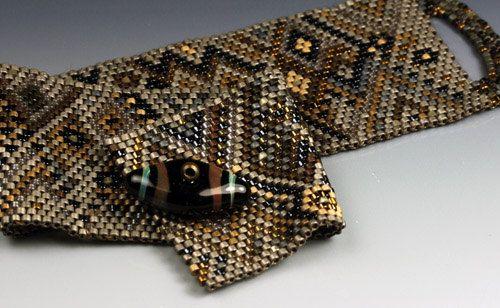 Metal Flowers  a beaded bracelet in traditional peyote di LeeBeads