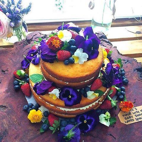 """Naked sponge cake  #nakedsponge #berries #edibleflowers #wanttomakeanotherone #hayleescakes"""