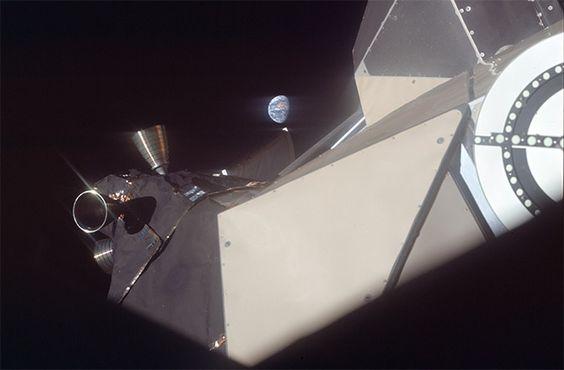 Tierra parece muy lejano, cuando la tripulación pasado el módulo Lunar como se acerca a la luna.  Image Science and Analysis Laboratory, NASA-Johnson Space Center      Image Science and An...