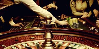 Seit das Glücksspiel existiert übt dieses eine besondere Anziehungskraft auf die Spieler aus. Ist es die besondere Atmosphäre in den Spielbanken? Ist es das Star-Flair in den Casinos? Ist es die Möglichkeit, mit dem Glücksspiel das schnelle Geld zu machen? Alle Faktoren sorgen mit Sicherheit dafür, dass die Spieler immer wieder einen Besuch in einem Casino anstreben.  Wichtige Informationen für den Besuch im Online Casino