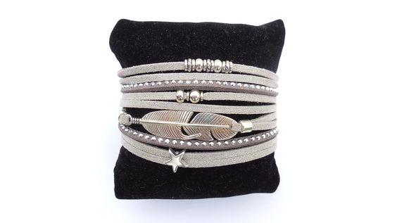 bracelet multi liens suédine grise pailletée et breloque plume
