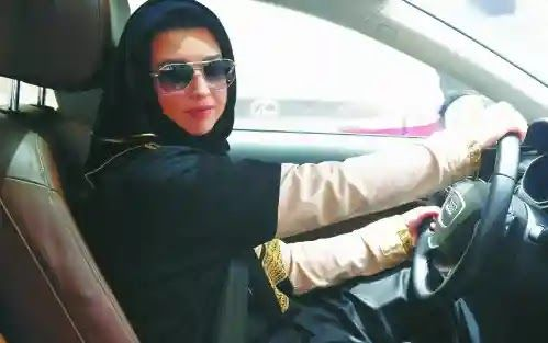 مدرسة تعليم القيادة للنساء بجدة بعد الخطوة الاخيرة التي قامت بها المملكة العربية السعودية بفتحها المجال امام النساء لقيادة السياراة وه Jada Fashion