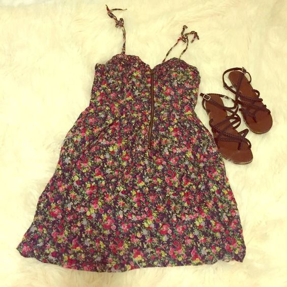 F21 Floral Printed Sundress Gently used! Size M. Stretchy back. Adorable for the summer! Forever 21 Dresses Mini