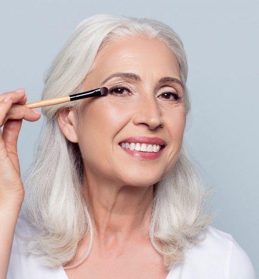 14 Exklusive Make Up Tipps Fur Altere Frauen Von Einem Professionellen Maskenb Makeup For Older Women Makeup Tips For Older Women Older Women Hairstyles