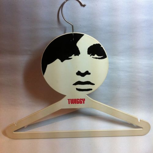©1967 TWIGGY plastic face clothing hanger store display Mod Fashion Model