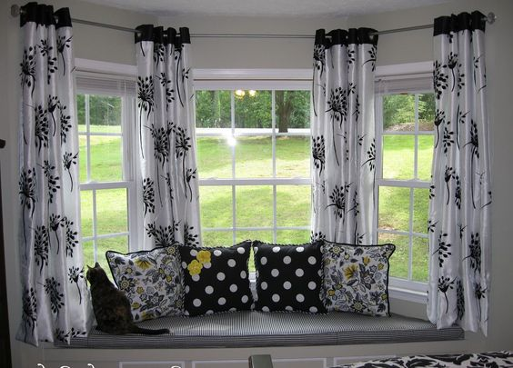 Interior exquisite picture of window treatment decoration for Decoration fenetre bow window