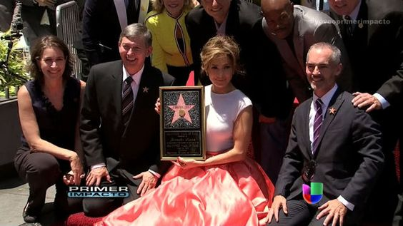 VIDEO: Jennifer López ya tiene su estrella en Hollywood - http://uptotheminutenews.net/2013/06/20/latin-america/video-jennifer-lopez-ya-tiene-su-estrella-en-hollywood/