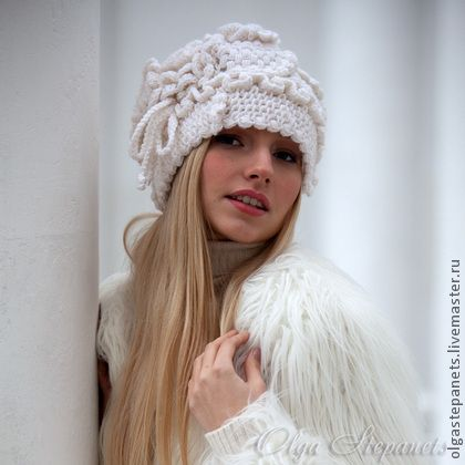 Белая шапочка-фриформ из шерсти. Авторская работа. Опубликована в 561 номере Журнала Мод. #freeform #crochet #lace #knitting #шапочка #beanie