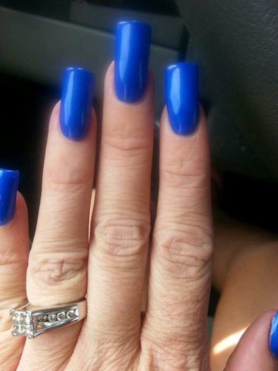 Love my blue nails!