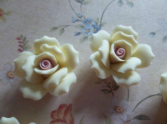 Pastel Yellow Ceramic Rose Flower Flat Back 27mm Cabochons w Pink Center - Qty 6  -  gesehen bei ebay usa