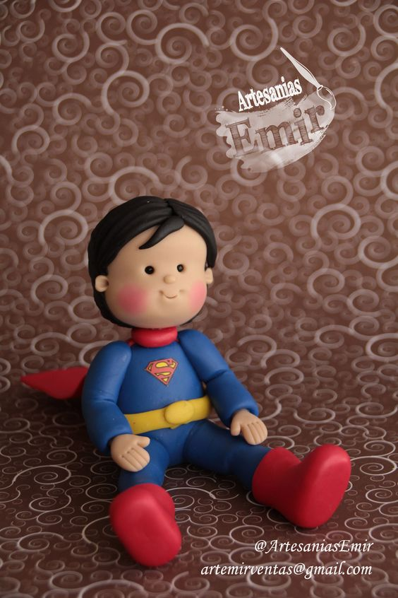 Chibi Superman #masaflexible #porcelanafria #coldporcelain #fimo…