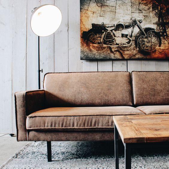 Een stoer industrieel ingerichte woonkamer geeft een mooi for Kamer interieur