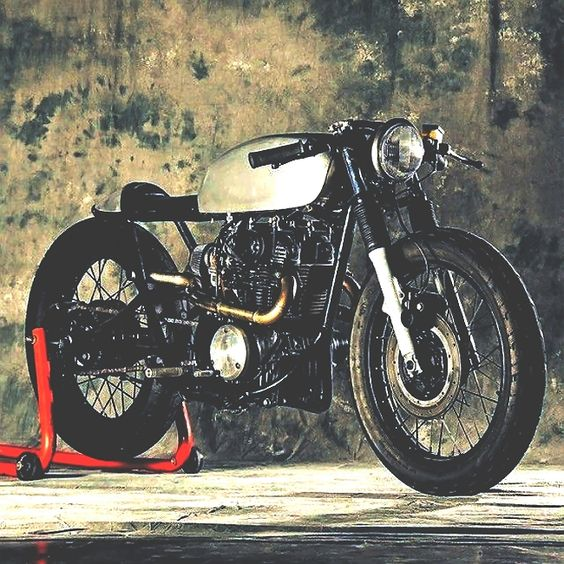 combustible-contraptions: Triumph . Honda . Norton. Yamaha … Sometimes it doesnt matter as long as its Slick . Sleek . Fast and a Cafe Racer