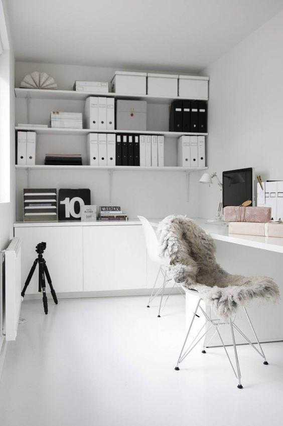 More nice ideas in this office space, but a little too white for the kids' office.: