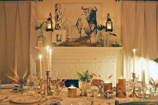 How to Host a Thanksgiving Dinner for a Big Family in a Smaller Space!