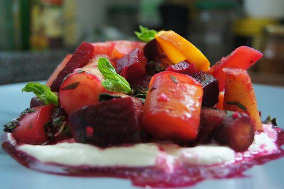 Rote Beete – Möhren Salat Dieser Rote Beete Salat mit Möhren ist ein super leckerer Salat, welcher wenig Aufwand macht und mit im Backofen gegarten Beeten ein Traum.
