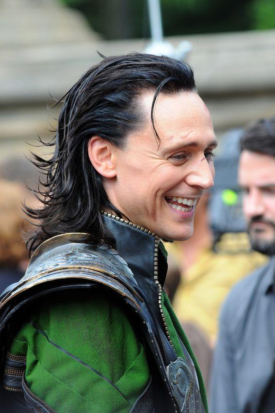 tom hiddleston | Primer plano de Loki, Tom Hiddleston, en el rodaje de 'Los Vengadores ...