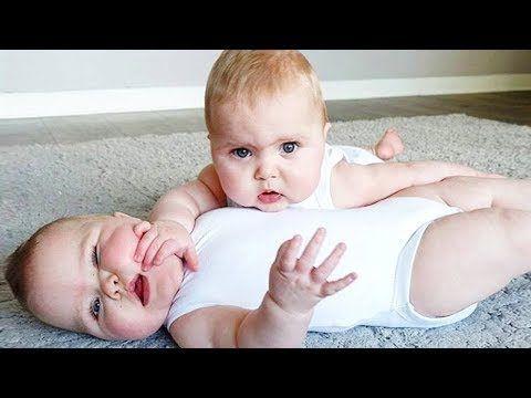 التوأم الأطفال يضحكون ويلعبون معا مضحك وفشل الفيديو Brother Feeding Hi Twin Babies Funny Baby Faces Funny Baby Gif