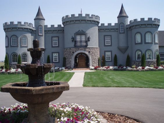 This is a castle that I live near in my new hometown of Idaho. It's so huge! And it's for sale!! :O