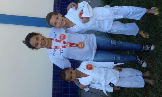 Meu filho e seu amigo e professora brendá no campeonato de judô