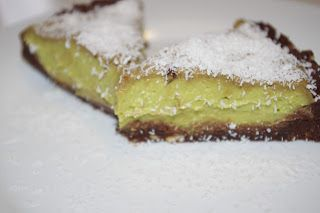 Keine Sorge: bei Juli gab es nicht nur Süßes am Mittwoch, aber der Rohkostkuchen aus Avocado sieht so lecker aus, der muss gepinnt werden! http://das-schoene-leben-von-juli.blogspot.de/2013/02/vegan-wednesday-6.html