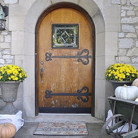 I do a happy dance every time I walk through my front door! I'm so excited for fall. Bring on the cozy sweaters, colorful leaves, and spiced coffee! Check out the blog for more pictures of our fall front porch tour! #linkinprofile #fall #archeddoor #falldecor #frontdoor