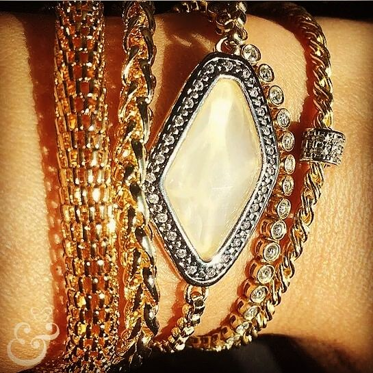 www.sophiejuliete.com.br/estilista/nandabordon Pulseirismo pulseiras semijoia ouro quartzo zirconia luxo exclusividade moda acessórios