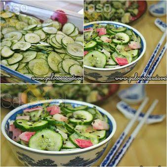 Para o #almoço uma Salada de Pepino Simples ou Sunomono! É rápida, leve, refrescante e com aquele saborzinho agridoce que eu adoro!  #Receita aqui: http://www.gulosoesaudavel.com.br/2012/09/03/salada-pepino-simples-sunomono/