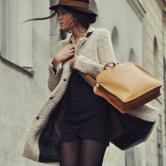Autumn is here.   Tendencia: sombreros de otoño: