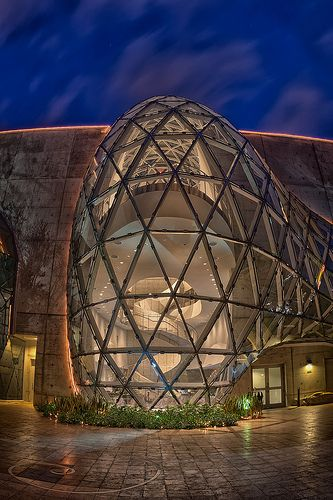 Dali Museum at Night Salvador Dali Museum at Night, St Petersburg, Florida: