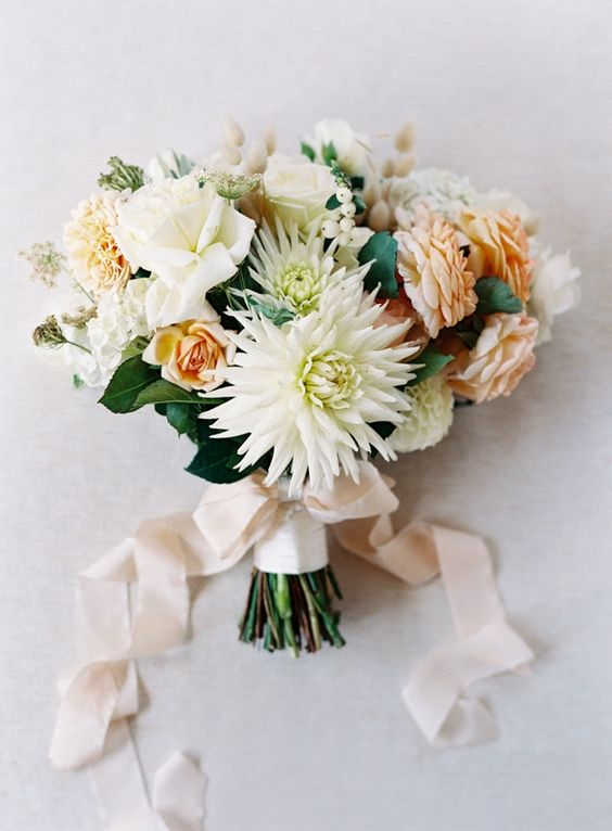 Wedding Flowers Online Adelaide : Villas shape and dahlia bouquet on