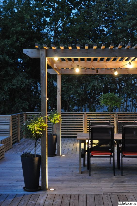 pergola uteplats tr d ck belysning altan altan pinterest patio string lights and iron pergola. Black Bedroom Furniture Sets. Home Design Ideas