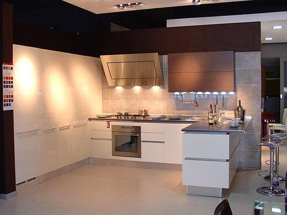 cucina bianca zoccolo nero - Cerca con Google | cucina / kitchen ...