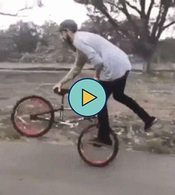 Esse ciclista tem algo de diferente.