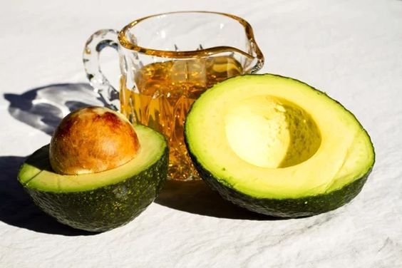 10 Homemade Avocado Facial Masks For Glowing Skin