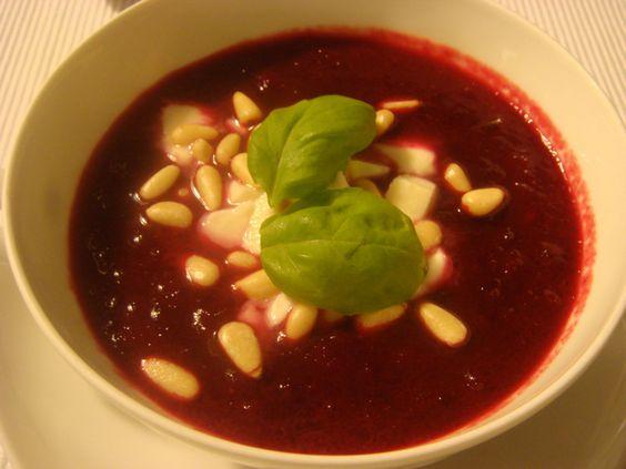 Rezept für Rote-Bete-Ingwer Suppe bei Essen und Trinken. Ein Rezept für 4 Personen. Und weitere Rezepte in den Kategorien Gemüse, Gewürze, Käseprodukte, Milch + Milchprodukte, Nüsse, Obst, Vorspeise, Suppen / Eintöpfe, Kochen, Deutsch (regional), Einfach, Gut vorzubereiten, Schnell, Vegetarisch.