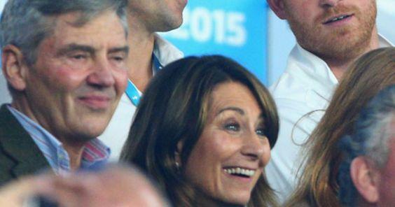 Immer Ärger mit der angeheirateten Familie: Queen Elizabeth II soll stinksauer auf Carole Middleton, die Mutter von Herzogin Kate, sein. Der Grund: Sie verzehrte Wein und Chips bei einem Rugbyspiel.