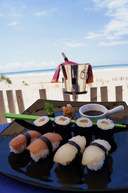 Niguiris aus Roten Thunfisch und Zitronenfisch, Makis aus Roten Thunfish und Mango.