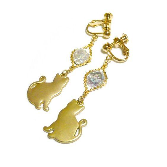 澄んだ水晶の中に煌く、虹色の輝き・・・。アクアオーラクリスタルの耳飾りは如何でしょう?キュートな猫のチャームと共にお楽しみ下さいな・・・。・・・・・・・・・・...|ハンドメイド、手作り、手仕事品の通販・販売・購入ならCreema。