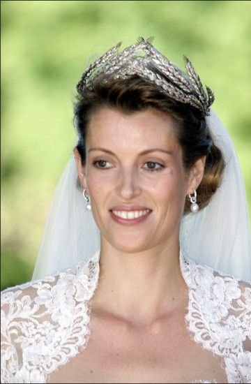 Prince Philipp of Hesse & Laetitia Bechtolf, 2006. She is wearing a lovely diamond ears of wheat tiara from her husbands family.