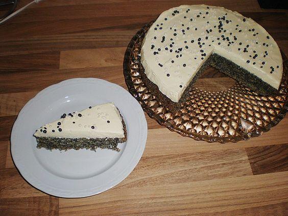 Illes super schneller Mohnkuchen ohne Boden mit Paradiescreme und Haselnusskrokant 25
