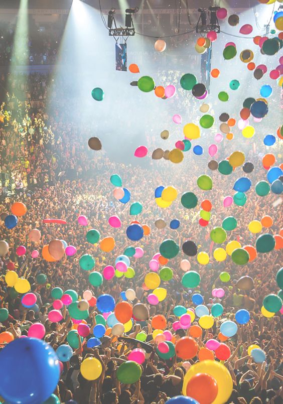 happy balloons: Picture, Balloons Photography, Balloons Concert, Concert Balloons, Summer Concert, Young Wild
