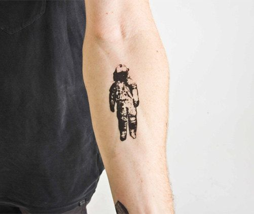 the astronaut on moon tattoo - photo #18