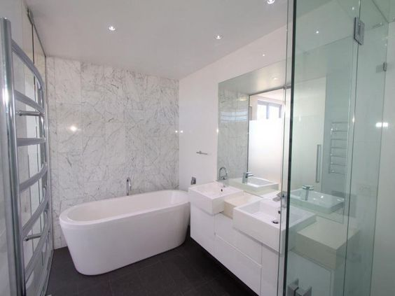Black floor tiles white grey marble feature wall tiles for Bathroom feature tile designs