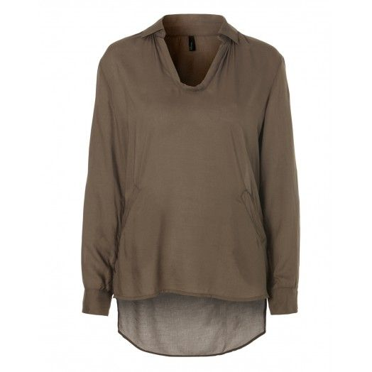Long-sleeved V neck blouse, in plain viscose, two small pockets on the bottom and insignia at half sleeve.