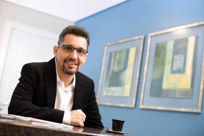 Para o consultor empresarial Roberto Vilela,  o modo de se comunicar com clientes e colegas é determinante na construção de uma boa imagem empresarial.  Ele lista algumas atitudes que exigem